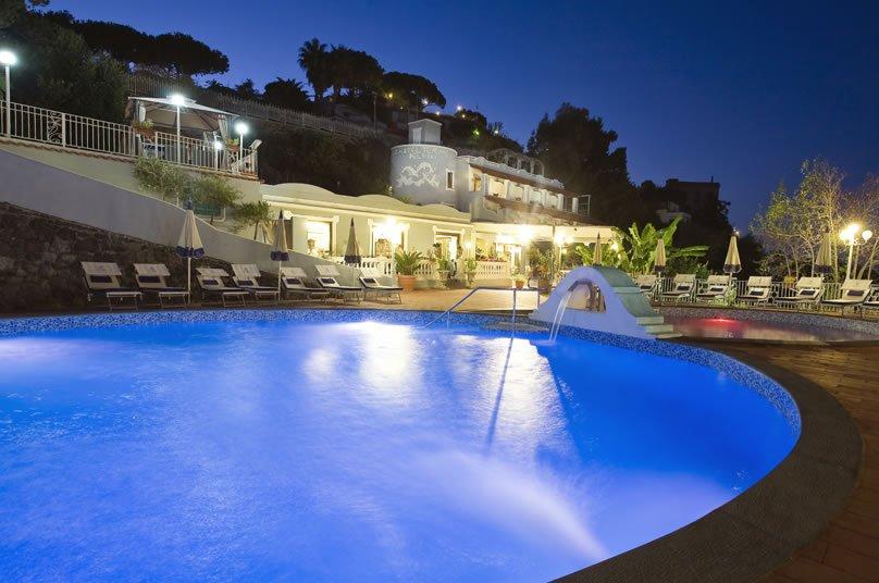 Strand Hotel Delfini Terme - L'hotel
